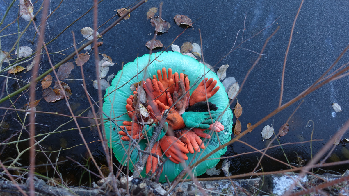 Life raft by Istad Art made of found objects. Out door installation.