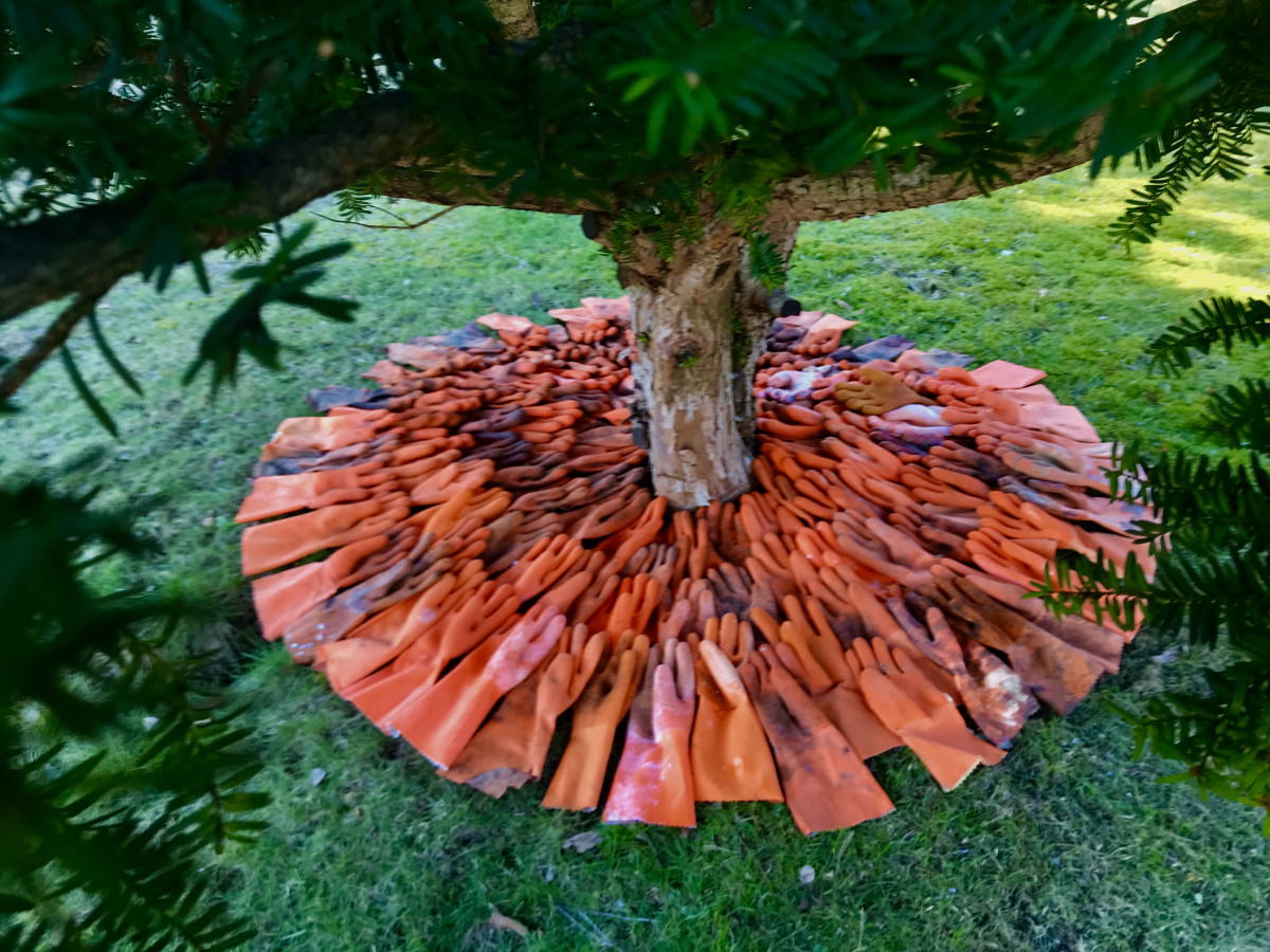 Rubber gloves installation in the garden made by Istad Art 2020